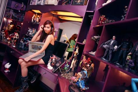 Alodia, a cosplayer filipina em seu quarto cheio de figures!